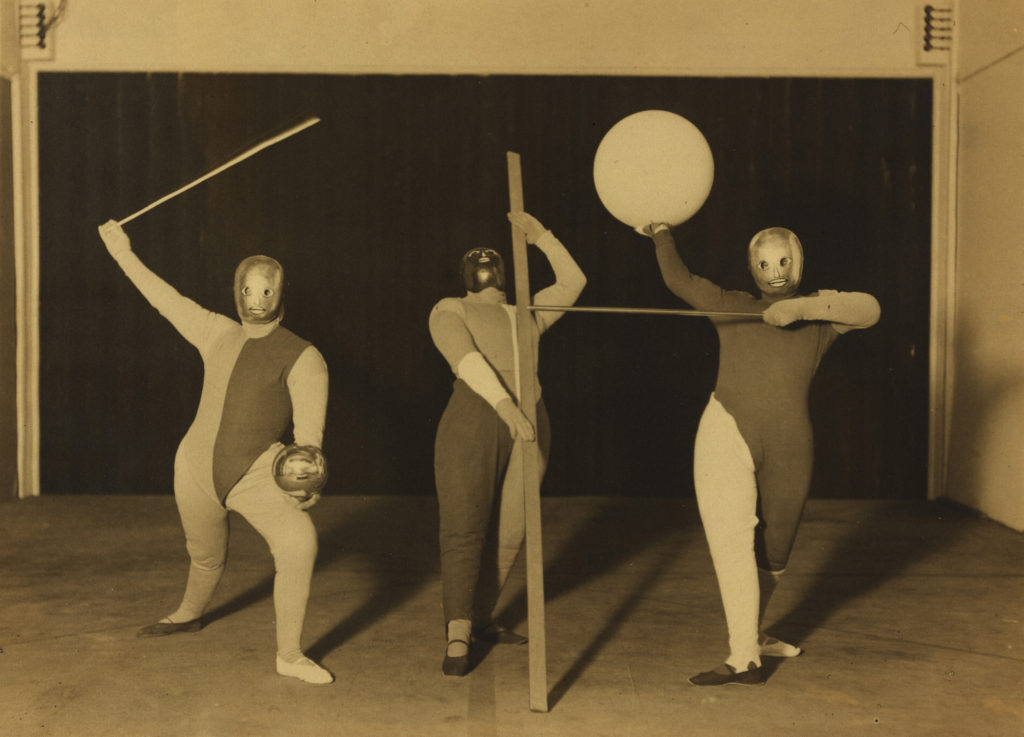 Bauhaus Stage: Shape Dance (dancers: Oskar Schlemmer, Werner Siedhoff, Walter Kaminsky), 1927 Photo: Erich Consemüller; © dr. Stephan Consemüller Bauhaus-Archiv Berlin