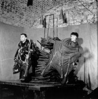 Scena spektaklu  byrdygiel, psychiatra: Stanisław Rychlicki  siostra anna: Hanna Szymańska:  fot. Aleksander Wasilewicz