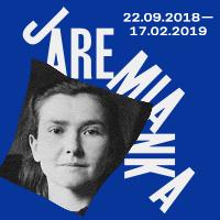 Grafika wystawy Marii Jaremy: na granatowym tle czarno-białe zdjęcie Marii Jaremy, obok napis Jaremianka