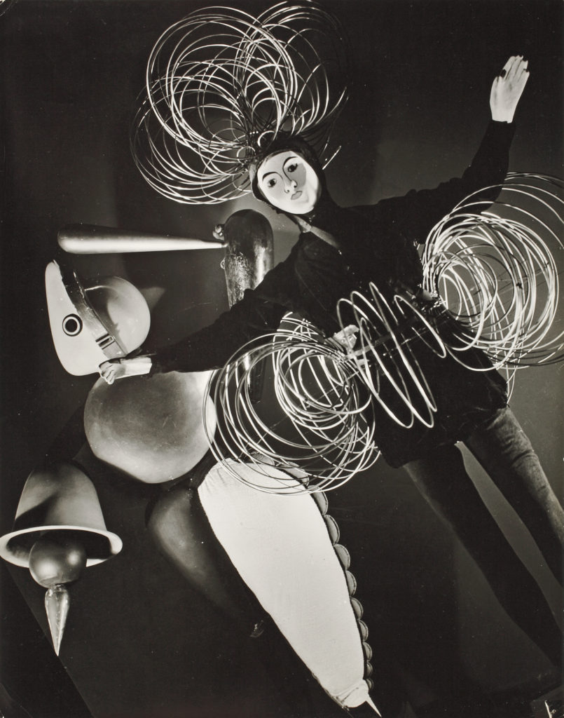 "Wire Figure and Abstract Figure from the 'Triadic Ballet'; photos from the exhbition ""Bauhaus: 1919 – 1928', Museum of Modern Art, New York, 1938-1939, 1938; photo: Hansel Mieth; Bauhaus-Archiv Berlin"