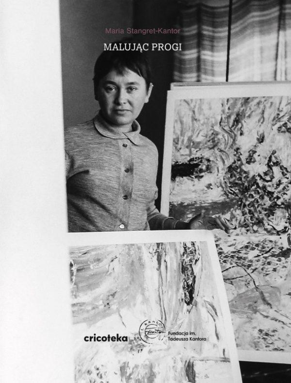 Okładka z czarno-białym zdjęciem Marii Stangret-Kantor pozującej przy obrazach