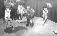 Initial scene of the play August, a clown: Stanisław Gronkowski Anastazy, a juggler: Jerzy Nowak Manager of the Circus: Kazimierz Mikulski Małgorzata: Wanda Kruszewska photo Aleksander Wasilewicz