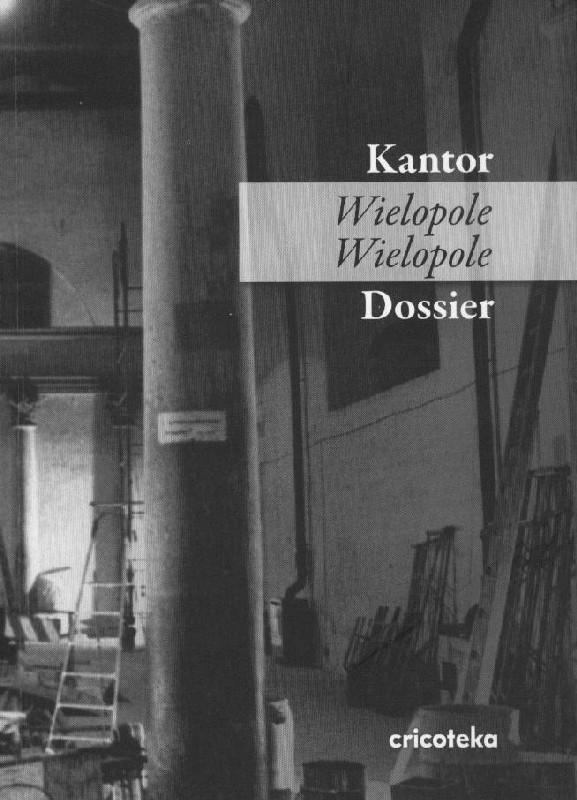 Czarno-biała okładka ze zdjęciem scenografii spektaklu Wielopole, Wielopole