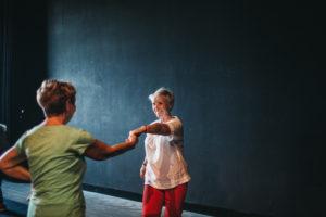 Dwie kobiety podczas tańca