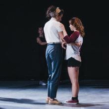 Para uczestniczek podczas wspólnego tańca