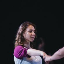 Tańcząca uczestniczka