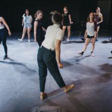 Próba taneczna z udziałem kilkunastu uczestniczek warsztatów