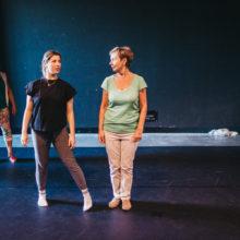 Uczestniczki ćwiczące podczas warsztatów tanecznych
