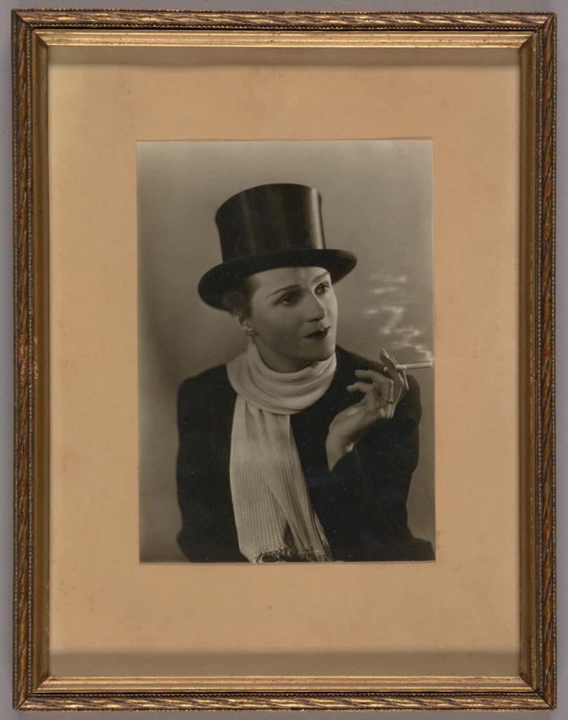 [Zdjęcia ze zbiorów Muzeum Fotografii w Krakowie. Na zdjęciu portret Zofii Hyczewskiej-Markowskiej.]