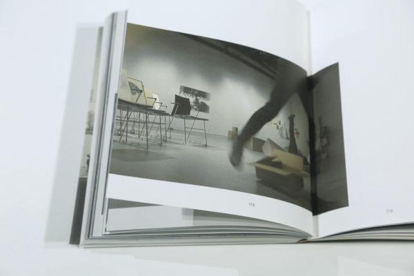 [Zdjęcie katalogu wystawy Cargo]