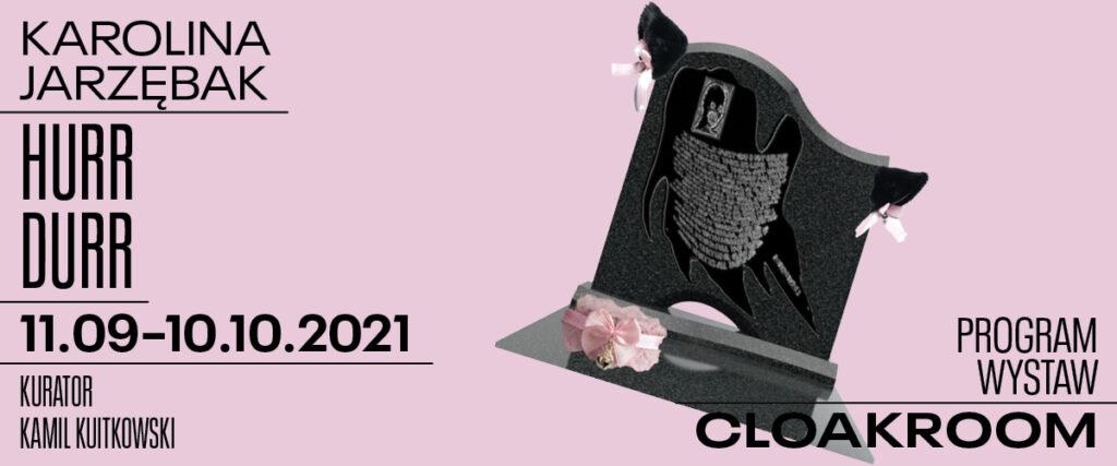 Grafika ze zdjęciem czarnego nagrobka. Napis Program wystaw cloakroom. Karolina Jarzębak. Hurr Durr